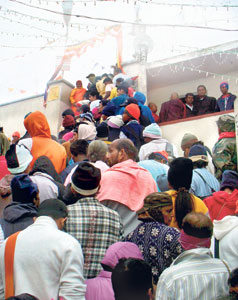 crowd at the peak of Sri Pada
